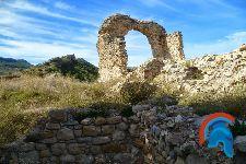 Restos del Castillos e iglesia de Aren