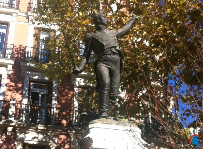 Estatua de Jacinto Ruiz y Mendoza