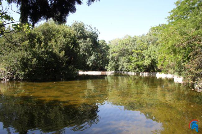 La ría y el lago de El Capricho