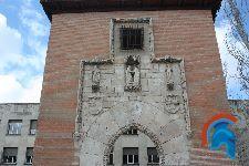 Puerta del hospital de la Latina