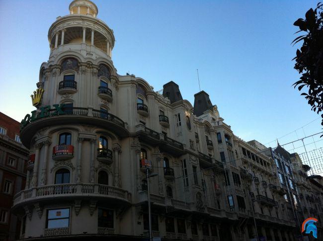 edificio grassy